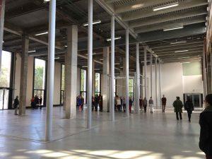 """Tino Sehgal, These associations, présentée au Palais de Tokyo dans le cadre de l'exposition """"Carte blanche à Tino Sehgal, du 12 octobre 2016 au 18 décembre 2016"""