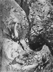Tina Modotti, Feuille d'aluminium chiffonnée, vers 1926