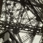 Germaine KRULL (1897-1979), Tour Eiffel, 1927, épreuve gélatino-argentique, 22,3 x 15,7 cm, collection