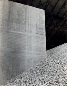 Manuel ALVAREZ BRAVO (1902-2002), Triptyque béton 2 / La Tolteca, 1929, épreuve gélatino-argentique, 25,4 x 20,3 cm, Los Angeles, Rosegallery