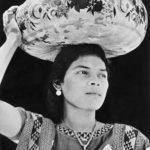 T. MODOTTI (1896-1942), Femme portant une gourde yecapixtle, Tehuantepec, 1929, épreuve gélatino-argentique, 21 x 18,7 cm, New York, MoMA
