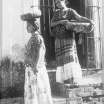 T. MODOTTI (1895-1942), Deux femmes de Tehuantepec avec jicalpextle,1928, épreuve gélatino-argentique, 21,2 x 15 cm, Mexico, Museo Nacional de Arte